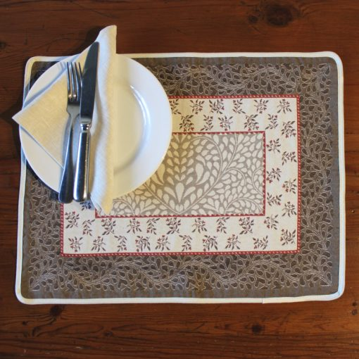 Aubrac Taupe Rouge French Placemat Setting