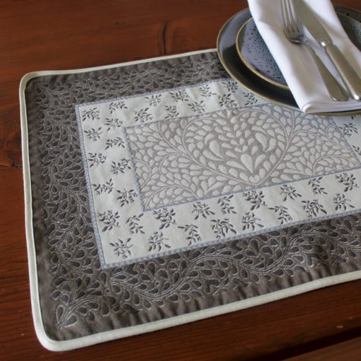 Aubrac Taupe Bleu French Placemat Setting